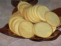 Постное печенье Ингредиенты: Мука3 ст.Разрыхлитель (пекарский порошок)1 ч. л. Крахмал1 ст.Растительное масло150 мл Сахар-песок1 ст.Ванильный экстракт0,5 ч. л. Соль1 щеп.Вода150 мл