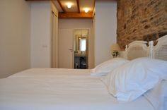 Catedral Suites - Apartamentos Turísticos en Santiago de Compostela, Galicia. Apartamento Fuente de Santo Antonio, Primera planta