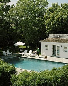 Poolhouse.