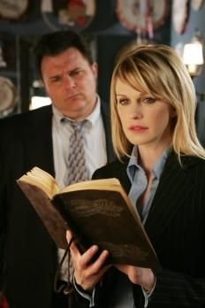 Kathryn Morris Cold Case From Kathryn Morris, Cold Case Tv Show, Beyonce, Kardashian, Justin Chambers, True Crime Books, Tv Detectives, Detective Series, White Shirts Women