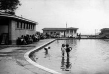 Old paddling pool Worthing - Recently Replaced by the Splashpoint Summer Fun For Kids, History Photos, Local History, Old Photos, Brighton, Worthing, Places Ive Been, Street View
