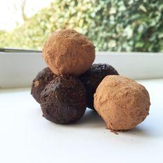 Gezonde snacks blijven voor velen een probleem. Helemaal als je zin hebt in zoetigheid. Deze raw choco balls zijn de oplossing! Vol vezels en goede vetten waardoor je gerust een balletje mag nemen.