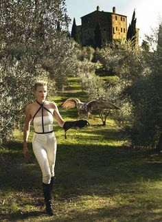 noirfacade: Tuscan Turnaround | Lara Stone by Mario Testino for Vogue US January 2011