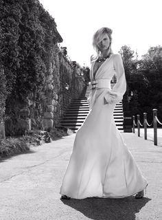 Karolina Kurkova by Miguel Reveriego (Under The Tuscan Sun - Vogue Spain July 2 Fashion Shoot, Editorial Fashion, Fashion Models, High Fashion, Gown Skirt, Dress Up, Vogue Spain, Fashion Colours, Swagg