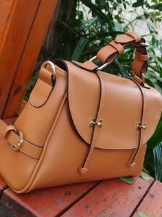 Europe Women Fashion Vintage Style Candy Color Postman Briefcase Bag