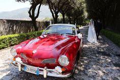 Un'auto bellissima, elegante, grintosa, unica!  La Volkswagen karmann ghia è una coupe dalle linee sinuose e filanti, accattivante e chic, unica e inimitabile. Contattaci e vieni a guardarla da vicino, te ne innamorerai, proprio come noi!  Alfie autoeventi sedi a Salerno e Paestum.  Auto di lusso d'epoca e moderne per eventi e cerimonie.