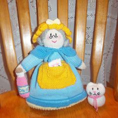 I've made 14 of these Jean Greenhowe topsy-turnabout dolls!