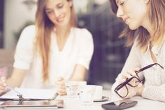 Kein Stress im Vorstellungsgespräch? Das ist möglich! | karrierebibel.de Erinnern Sie sich an Ihr letztes Vorstellungsgespräch? Sollten Sie nicht über Nerven aus Stahl verfügen oder vollkommen abge…