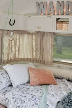 Chambre Cosy Bohème Dans Caravane Airstream Rénovée