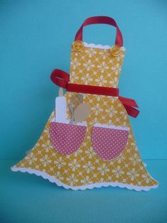 Kitchen Apron Shaped Mothers day Card Handmade by EMTsweeetie Mothers Day Crafts, Happy Mothers Day, Cute Cards, Diy Cards, Scrapbook Cards, Scrapbooking, Dress Card, Shaped Cards, Mom Day