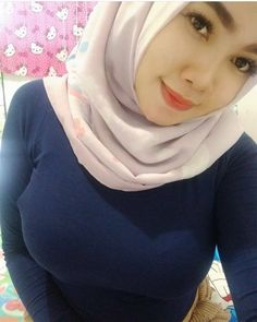 See more ideas about Girls selfies, Sexy asian girls and Asian girl. Beautiful Hijab Girl, Beautiful Muslim Women, Beautiful Asian Girls, Beautiful Ladies, Arab Girls Hijab, Muslim Girls, Casual Hijab Outfit, Hijab Chic, Hijabi Girl