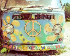 Items similar to Hippy Van - Wall Art - Retro Print - Vintage Car Photography - Garage Art - Rust - Blue - Peace Sign - print on Etsy 70s Hippie, Hippie Vibes, Hippie Art, Vw Vintage, Vintage Hippie, Flower Power, Emo, Van Wall, It's All Happening