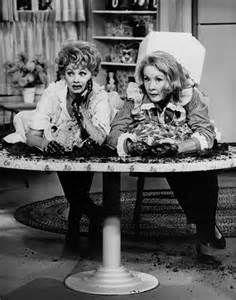 """""""The Lucy Show""""; 1962; Lucy hier samen met Vivian Vance. Die twee samen betekende altijd een puinhoop!"""