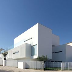House in Paco de Arcos by Jorge Mealha Arquitecto/Lisbon, Portugal