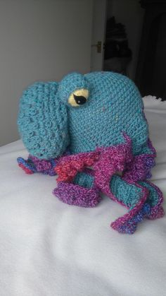 Hello! This is a free pattern that I have made for an octopus hat. I handwrote this and have uploaded the handwritten pattern as a set of pdfs. I apologise now for any mistakes or typos, and I hope you enjoy this pattern.