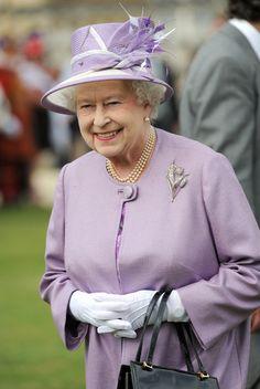 Queen Elizabeth II Photo - Queen Elizabeth II Hosts A Garden Party At Buckingham Palace