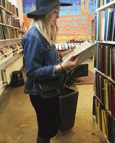 Sådan ser man ud når man netop har fundet klavernoder til Pink Floyd på Musikbiblioteket  #musikbiblioteket #odense #renlykke #pinkfloyd #sheetmusic #piano #excited #letsgetitstarted #saturday by idagrunske
