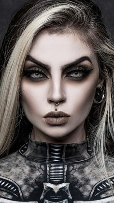 Gothic Makeup, Dark Makeup, Hot Goth Girls, Gothic Girls, Goth Beauty, Dark Beauty, Dark Photography, Portrait Photography, Awsome Pictures