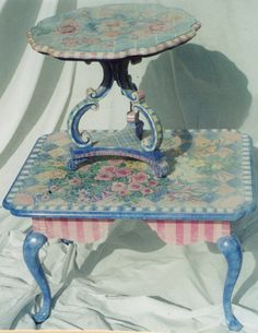 Whimsically painted dining room table and round table from PamDesign Funky Painted Furniture, Repurposed Furniture, Home Decor Furniture, Dining Furniture, Furniture Projects, Furniture Makeover, Painted Dining Room Table, Painted Tables, Dining Tables