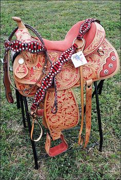 Headstall, saddle, and breast collar western set red and tan Horse Bridle, Western Horse Tack, Horse Gear, Horse Saddles, My Horse, Horse Love, Western Saddles, Horse Riding, Horse Halters