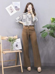 Korean Fashion Trends you can Steal – Designer Fashion Tips Korean Girl Fashion, Korean Fashion Trends, Ulzzang Fashion, Korean Street Fashion, Korea Fashion, Vogue Fashion, Kpop Fashion, Asian Fashion, Teen Fashion Outfits