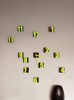 Bloque de reloj reloj de pared reciclado madera Graffiti