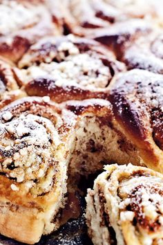Rund kanelkage med banan | SØNDAG Danish Cake, Diy Tutu, Baking Recipes, Banana Bread, Favorite Recipes, Sweets, Cooking Recipes, Good Stocking Stuffers, Candy