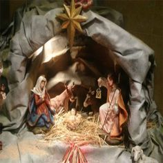 Jesus is born. Christmas Manger, Christmas Nativity Scene, Christmas Gift Bags, Christmas Scenes, Magical Christmas, Christmas Art, Vintage Christmas, Christmas Holidays, Christmas Ornaments