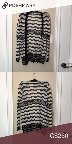 Shop Women's Missoni size S Cardigans at a discounted price at Poshmark. Description: Black and white Missoni cardigan. Tag says sz 40 but fits like a size small. In perfect condition. Black Cardigan, Sweater Cardigan, Plus Fashion, Fashion Tips, Fashion Trends, Missoni, Cardigans, Sweaters For Women, Black And White