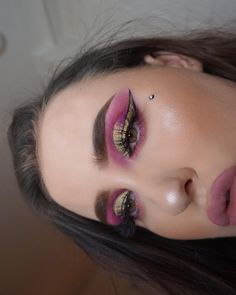 Here's another one 👀 ________________________________________ Eyebrow