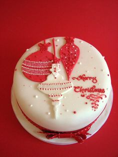 christmas cake decoration ideas red and white Christmas Cake Designs, Christmas Cake Decorations, Holiday Cakes, Christmas Desserts, Christmas Treats, Xmas Cakes, Christmas Cakes, Christmas Baubles, White Christmas