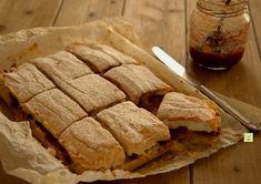 La torta slava è una deliziosa torta a tre strati: un fondo di frolla morbida, un cuore di confettura o marmellata di vostro gusto e una soffice meringa!