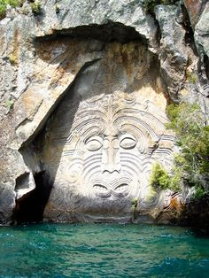 Lake Taupo Carvings, New Zealand. Maori rock carvings at Mine Bay on Lake Taupō, over 10 metres high and are only accesable by boat or Kayak. Carved in the in the image of an ancient Maori deity Places Around The World, The Places Youll Go, Places To See, Around The Worlds, New Zealand Lakes, New Zealand Travel, Lake Taupo New Zealand, New Zealand Food, Auckland New Zealand