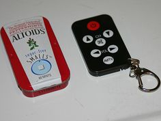 Using just an Altoids Smalls tin and a universal mini remote, Joe Rowley has constructed an Altoids tin remote control.