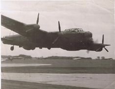 97 Squadron Lancaster doing a one engine buzz of the airfield! Air Force Aircraft, Ww2 Aircraft, Military Aircraft, Military Flights, Lancaster Bomber, Old Planes, Airplane Fighter, Vintage Airplanes, Royal Air Force