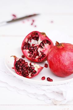 Food Photography: Pomegranate in a white bowl | Food. Art + Style. Photography by Viridianka @ cioccolato gatto |