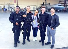 That's a wrap!! They finished filming season three! Jocko, Travis, Trini, Kevin, and Bren | The Last Ship