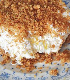 Pineapple Dream Dessert is one of those perfect potluck desserts. Cream cheese, pineapple, whipped cream and graham crackers, yum! - Food and Drinks Ideas Biscuits Graham Dessert, Graham Cracker Dessert, Graham Crackers, Potluck Desserts, No Bake Desserts, Potluck Ideas, Dessert Simple, Cool Whip Desserts, Easy Desserts