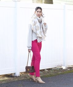 Colored pants can be quite intimidating. They bring so much attention to a look, making a bold statement. Because of their boldness, they can sometimes seem impractical for the everyday, but that's just not the case. Stop by the blog and read my post on what you should keep in mind when styling a pants like these and hopefully after reading and seeing more detailed shots, you'll feel inspired to wear a pair yourself! White Oversized Sweater, Black Turtleneck, Fall Winter Outfits, Autumn Winter Fashion, Winter Style, Only Fashion, Fashion Beauty, Apple Body Shapes, Flattering Outfits