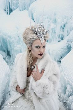 Wedding fashion inspired editorial photo shoot at the Ice Castles in Breckenridge, CO. White Queen Ice Queen winter wedding dress Allure Couture www. Winter Fairy, Winter Snow, Winter Hats, Maquillaje Halloween 2018, Headdress, Headpiece, Ice Queen Costume, Ice Princess Costume, Elfa