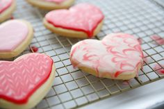 This yummy and forgiving glace icing recipe is perfect for decorating all kinds of cookies - move aside, royal icing! Best Sugar Cookie Icing, Owl Sugar Cookies, Cookie Frosting, Sugar Cookies Recipe, Royal Icing Cookies, Glace Icing, Cut Out Cookie Recipe, Cookie Tutorials, Sweet Sauce
