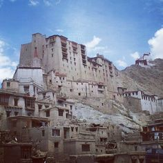 A picture of Leh palace clicked from a restaurant Leh Ladakh, North India, Mount Rushmore, Palace, Mountains, Architecture, Pictures, Restaurant, Travel