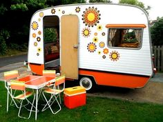 These gorgeous little caravans are the result of their imaginative owners wanting their camping experiences to include some glamping as well. Vintage Campers, Old Campers, Vintage Rv, Retro Campers, Vintage Caravans, Vintage Travel Trailers, Camper Trailers, Retro Trailers, Vintage Vans