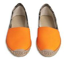 Hvis nu man skulle vælge en sommeragtig farve......overvejer kraftigt, da man lige skal bemærke, at det er i læder her er tale om.......