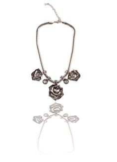Buy Ornate Floral Necklace Online at Thia in India -  Ornate floral necklace Rs. 499.00  Availability: In stock      Description     Additional Information     Comments  Metal flower charms hanging at the center Adjustable snake chain necklace Easy to wear Sits comfortably around the neck