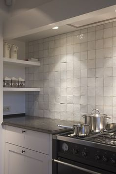 Interesting back splash, but probably not very practical to clean. Kitchen Tiles, Kitchen Inspirations, Kitchen Dining, New Kitchen, White Kitchen, Kitchen Interior, Home Kitchens, Kitchen Remodel, Kitchen Dining Room