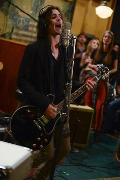 Oliver Rome (played by Tyson Ritter)