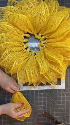 Sunflower Burlap Wreaths, Burlap Flowers, Sunflower Crafts, Burlap Wreath Tutorial, Making Burlap Wreaths, Diy Wreath Hanger, Burlap Bubble Wreath, Burlap Ribbon Wreaths, Deco Mesh Wreaths