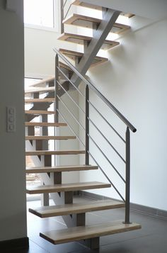 With rails either side, no walls Metal Stair Railing, Staircase Handrail, Stair Railing Design, Staircase Remodel, Banisters, Loft Design, House Design, Loft Conversion Stairs, Steel Stairs
