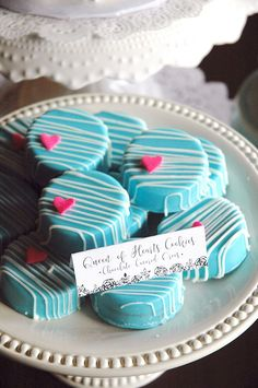 oreos in blue and pink heart Chocolate Covered Treats, Chocolate Dipped Oreos, Chocolate Covered Strawberries, Blue Chocolate, Chocolate Chips, Oreo Cookie Pops, Oreo Pops, Oreo Cookies, Oreo Treats